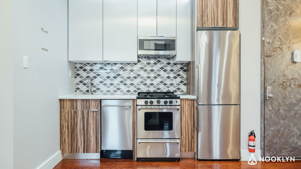 A $2,200.00, 3 bed / 1.5 bathroom apartment in Ridgewood
