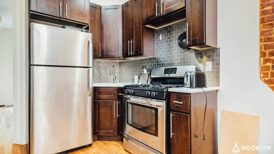 A $2,300.00, 3 bed / 1.5 bathroom apartment in Bed-Stuy