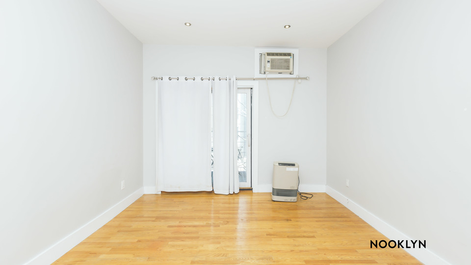 A $2,558.00, 2 bed / 1 bathroom apartment in Williamsburg