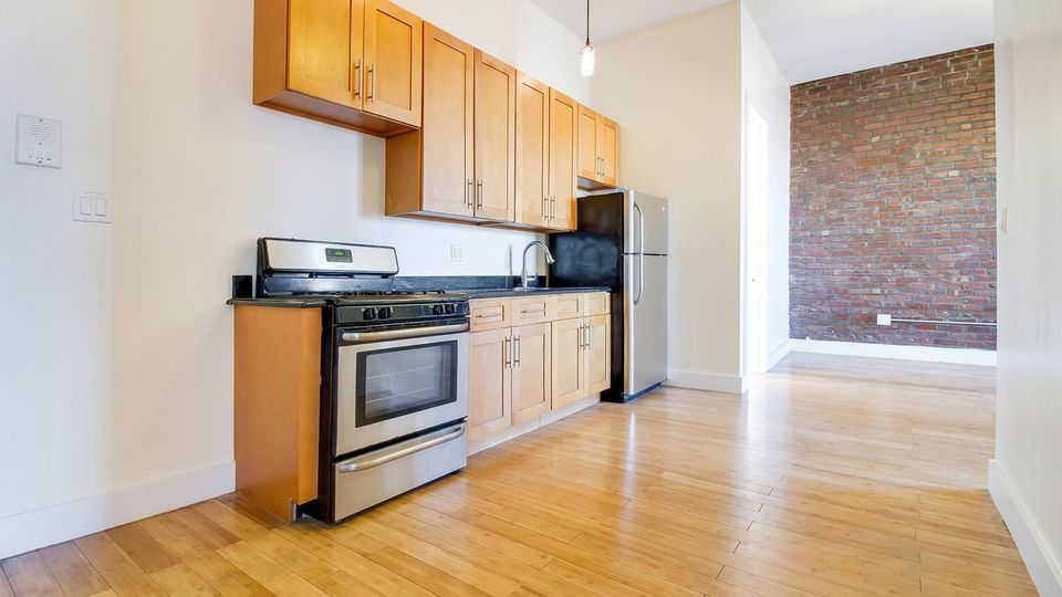 A $3,200.00, 4 bed / 1 bathroom apartment in Crown Heights