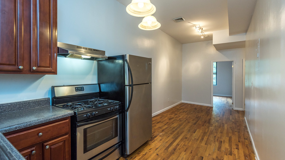 A $2,250.00, 3 bed / 1 bathroom apartment in Williamsburg