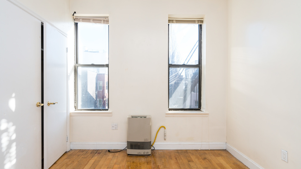 A $2,350.00, 3 bed / 1 bathroom apartment in Williamsburg