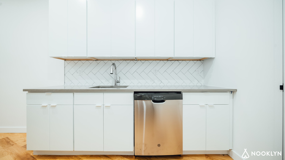 A $8,400.00, 4 bed / 4.5 bathroom apartment in Williamsburg