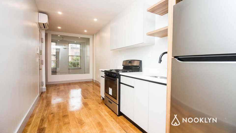 A $3,116.00, 3 bed / 1 bathroom apartment in Williamsburg