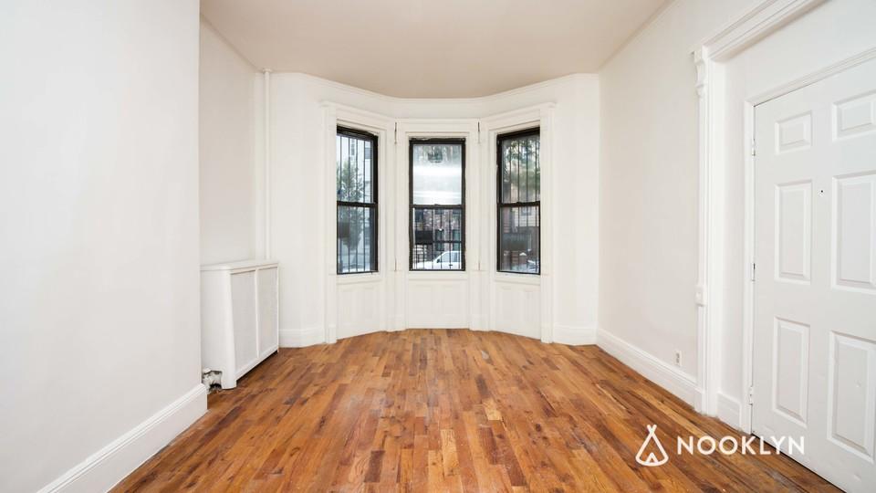 A $3,600.00, 3.5 bed / 1 bathroom apartment in Bushwick