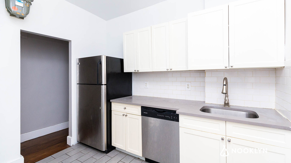A $3,150.00, 3 bed / 1 bathroom apartment in Harlem