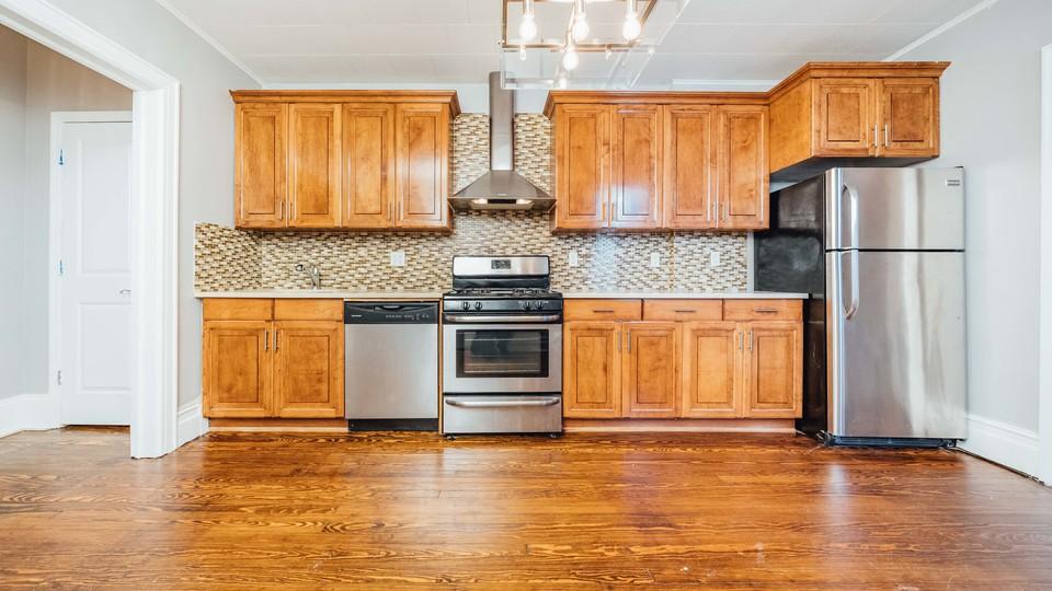 A $2,842.00, 3 bed / 1 bathroom apartment in Bushwick