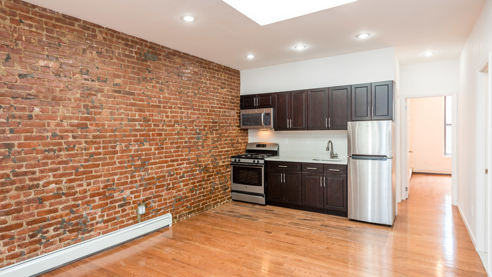 A $3,275.00, 4 bed / 1 bathroom apartment in Crown Heights