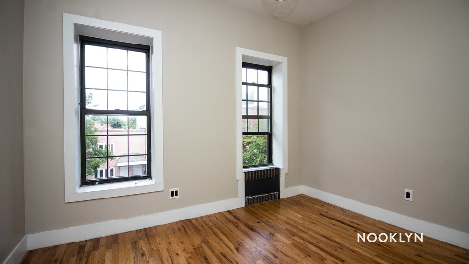 A $2,450.00, 3 bed / 1 bathroom apartment in Bushwick