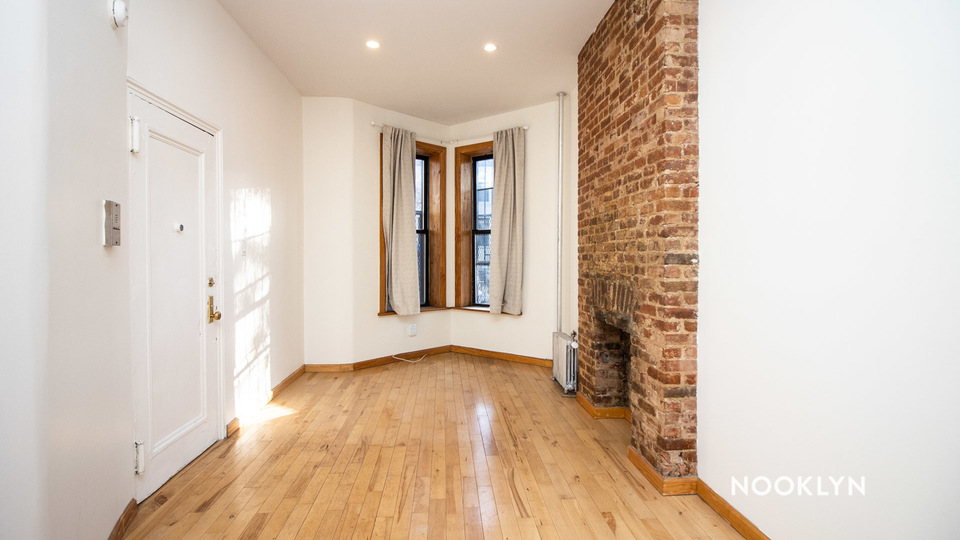 A $1,595.00, 0 bed / 1 bathroom apartment in Crown Heights