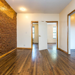 A $2,600.00, 3 bed / 1 bathroom apartment in Williamsburg