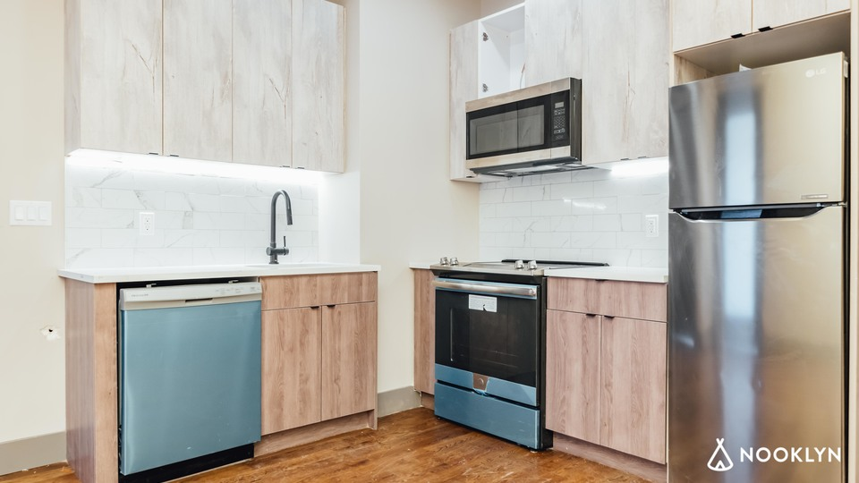 A $2,700.00, 3 bed / 2 bathroom apartment in Crown Heights
