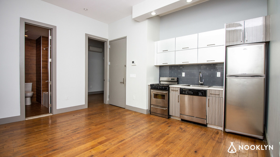 A $2,666.00, 4 bed / 1.5 bathroom apartment in Ridgewood