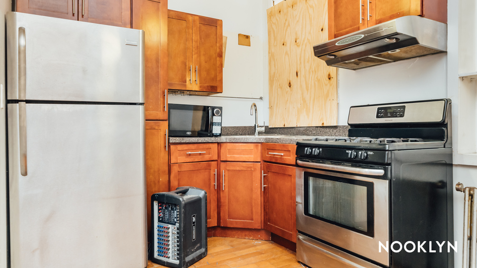 A $3,900.00, 4.5 bed / 3 bathroom apartment in Bed-Stuy