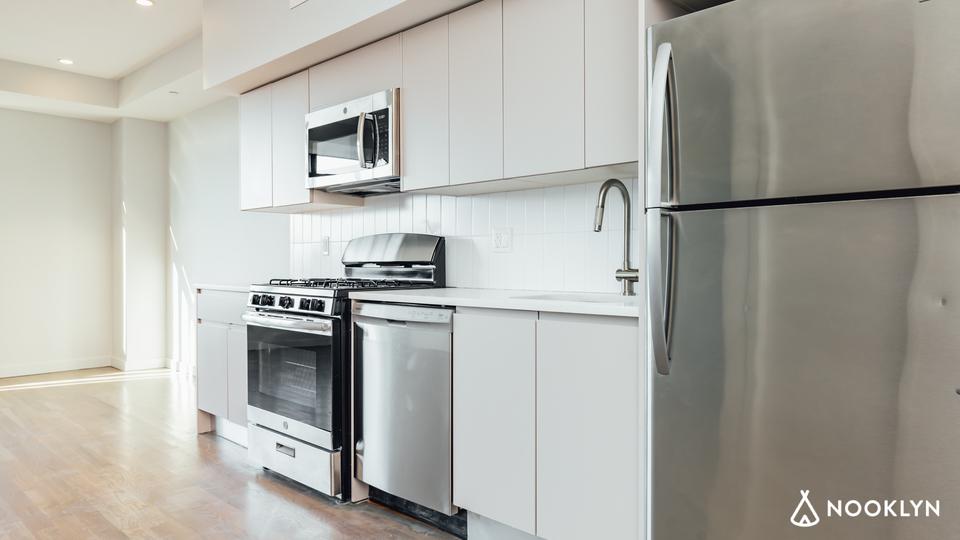 A $2,108.00, 0 bed / 1 bathroom apartment in Bushwick