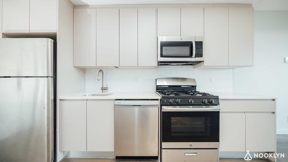 A $2,013.00, 0 bed / 1 bathroom apartment in Bushwick