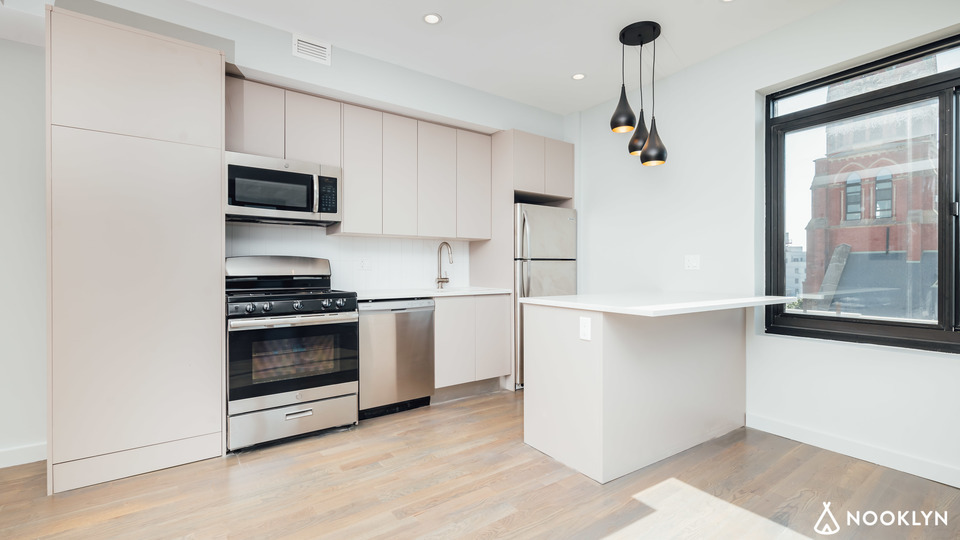 A $2,713.00, 2 bed / 1 bathroom apartment in Bushwick