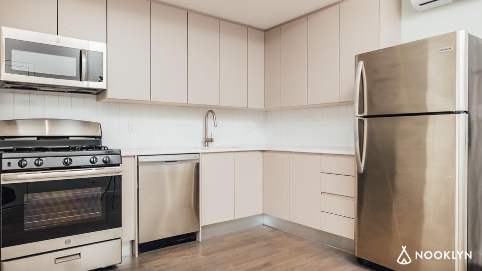 A $3,019.00, 2 bed / 1 bathroom apartment in Bushwick