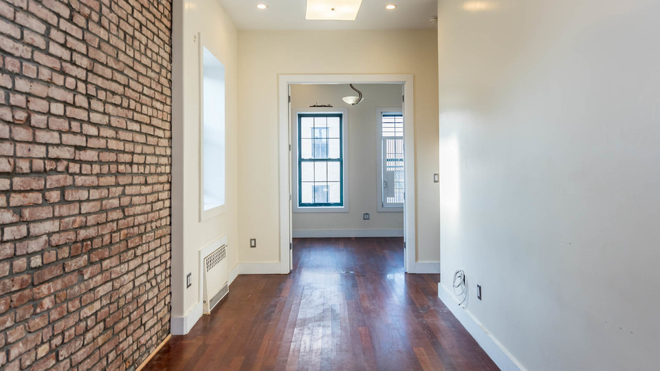 A $2,400.00, 3 bed / 1 bathroom apartment in Williamsburg