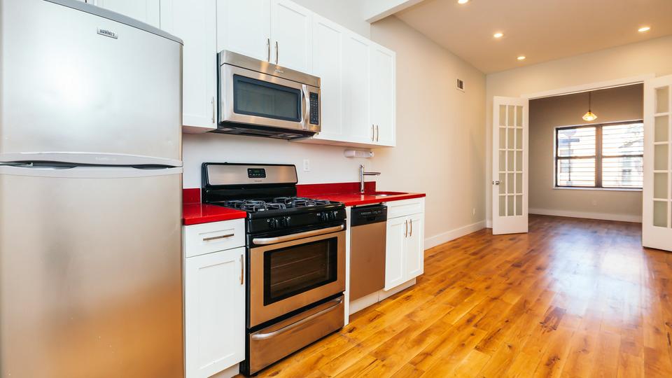 A $2,795.00, 3 bed / 1 bathroom apartment in Bushwick