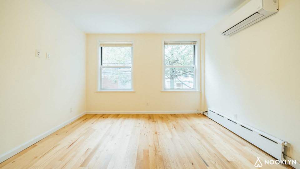 A $2,600.00, 2.5 bed / 1 bathroom apartment in Greenpoint