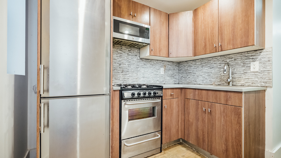 A $3,000.00, 4 bed / 1.5 bathroom apartment in PLG: Prospect Lefferts Gardens