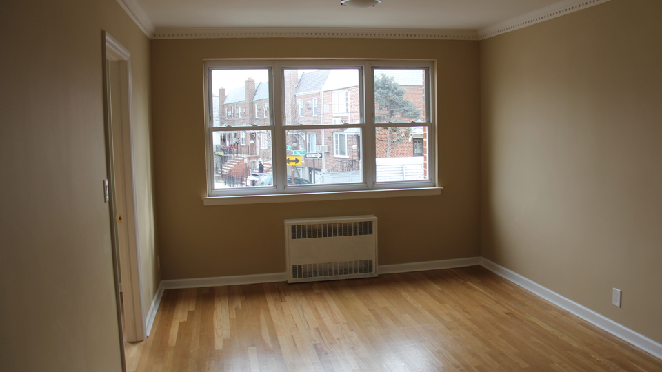 A $2,600.00, 3 bed / 1 bathroom apartment in Maspeth