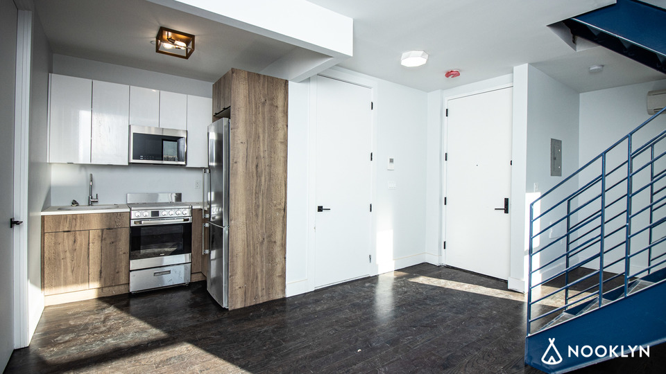 A $3,200.00, 3 bed / 1 bathroom apartment in Bed-Stuy