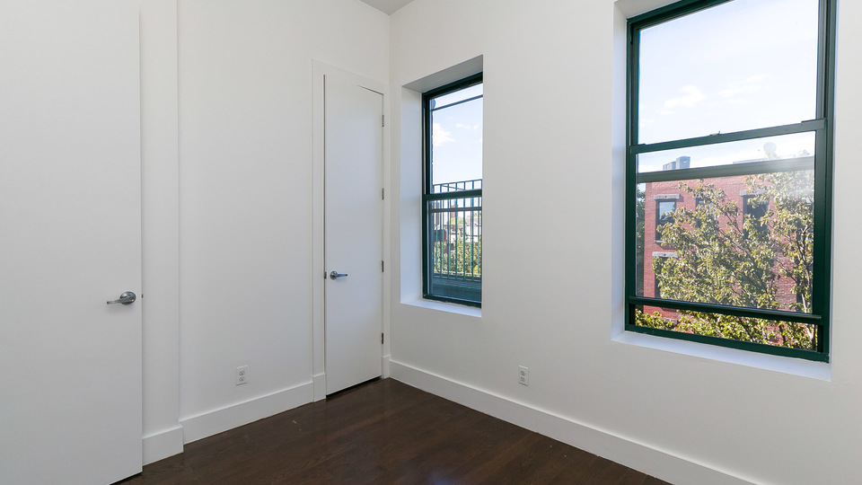 A $2,400.00, 3 bed / 1 bathroom apartment in Bed-Stuy
