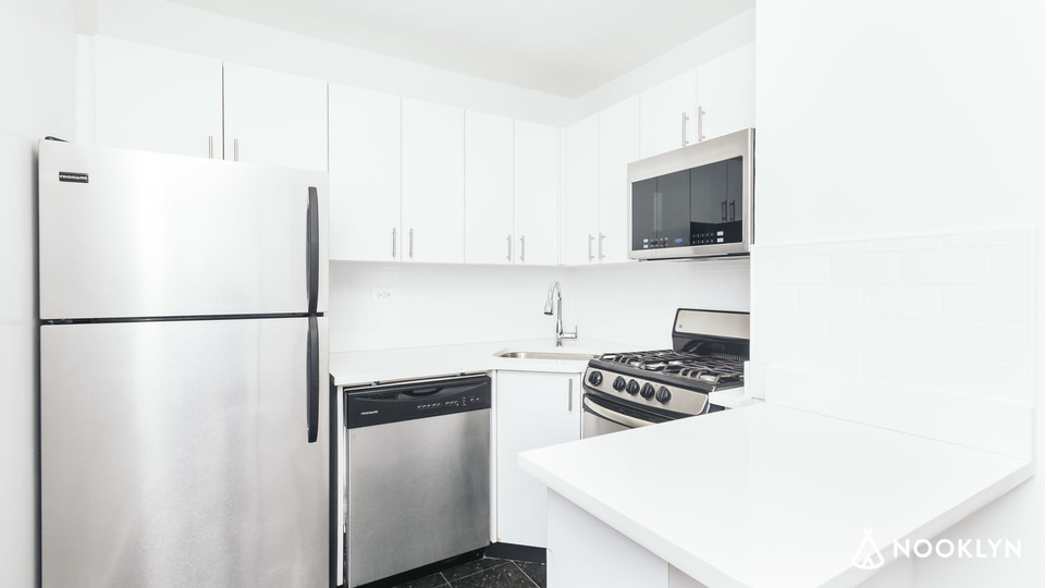 A $2,705.00, 0 bed / 1 bathroom apartment in Gramercy Park