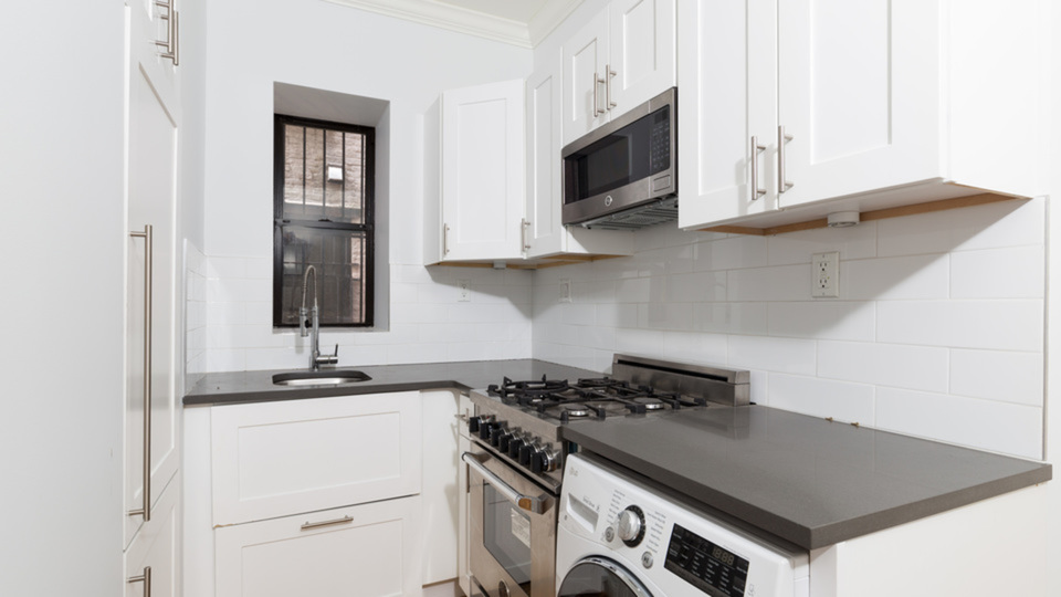 A $3,563.00, 2 bed / 1 bathroom apartment in Hell's Kitchen