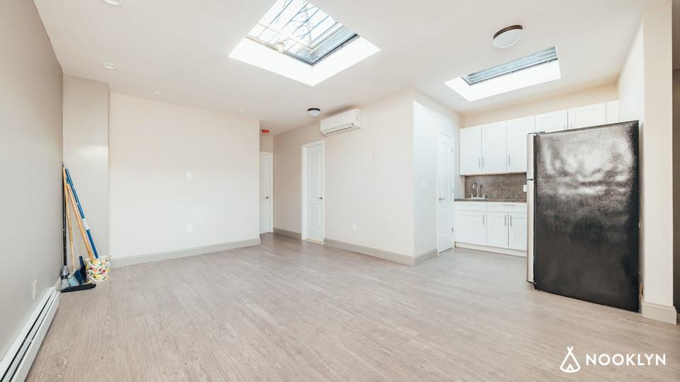 A $2,975.00, 4 bed / 1.5 bathroom apartment in Bushwick