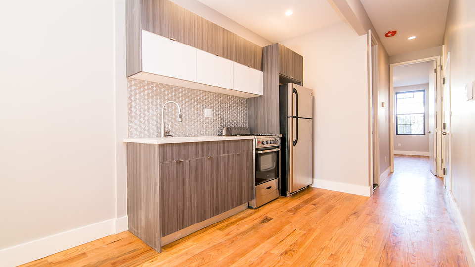 A $2,637.00, 3 bed / 1.5 bathroom apartment in Ridgewood