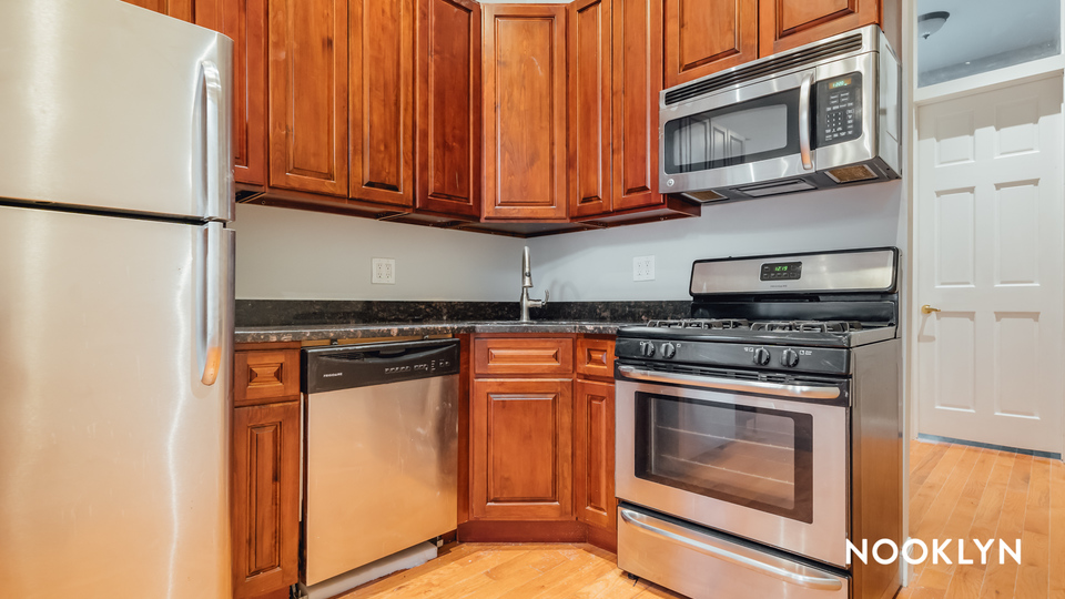 A $3,475.00, 3 bed / 1 bathroom apartment in Greenpoint