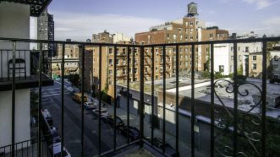 A $4,910.00, 1 bed / 2 bathroom apartment in Chelsea