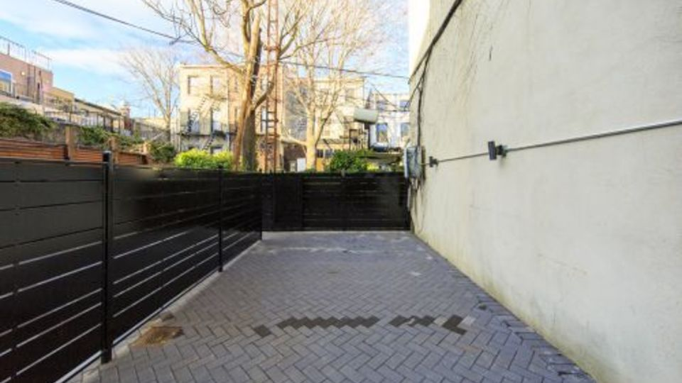 A $3,848.00, 2 bed / 1 bathroom apartment in Carroll Gardens