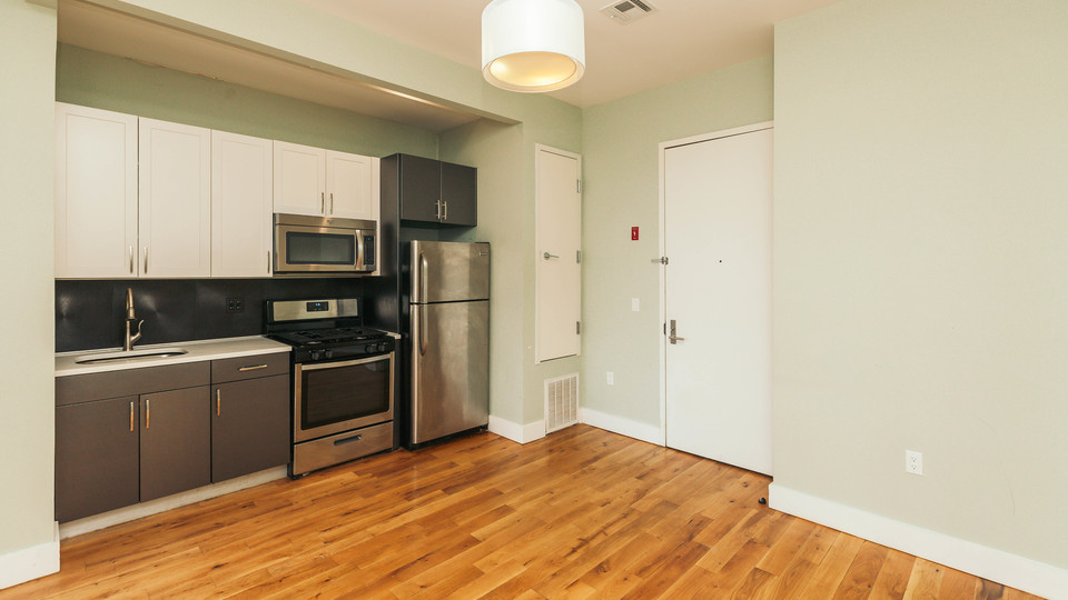 A $2,695.00, 3 bed / 1 bathroom apartment in Bed-Stuy