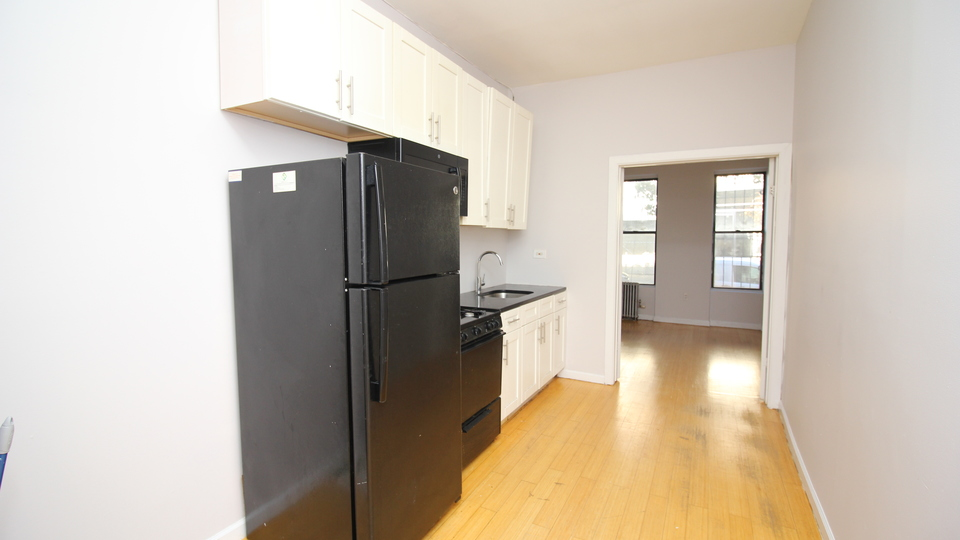 A $2,436.00, 3 bed / 1 bathroom apartment in Bushwick