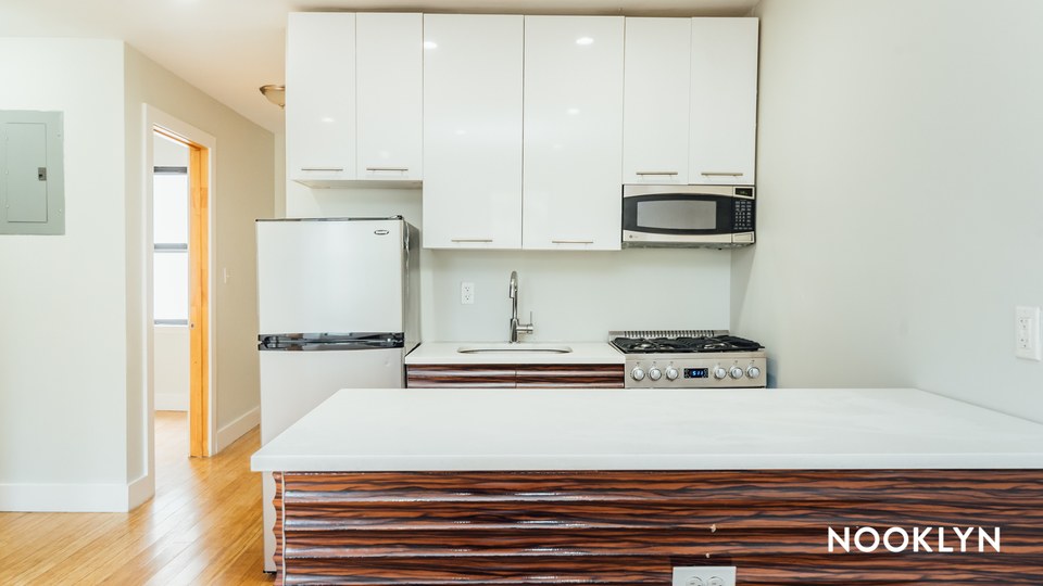 A $2,900.00, 3 bed / 1 bathroom apartment in Williamsburg