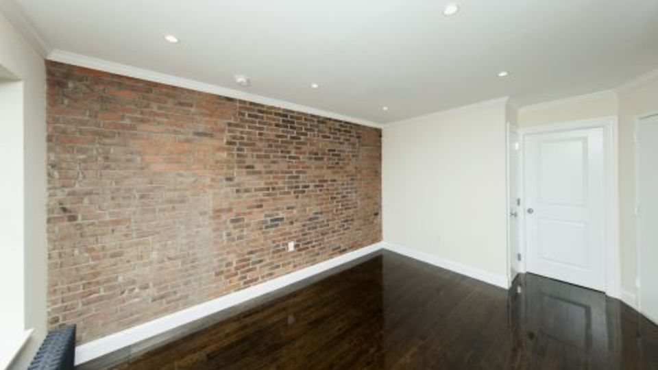 A $5,418.00, 3 bed / 1 bathroom apartment in East Village