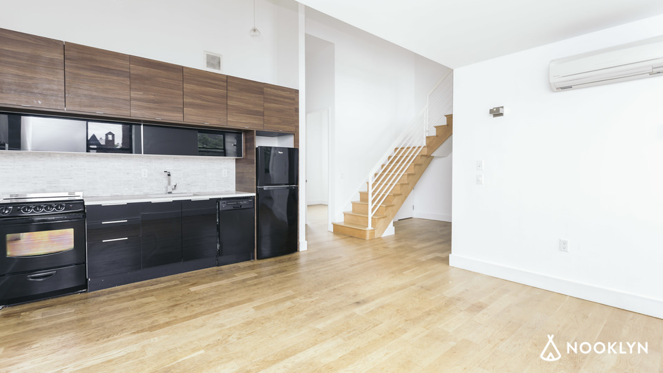 A $4,500.00, 4 bed / 1 bathroom apartment in Williamsburg