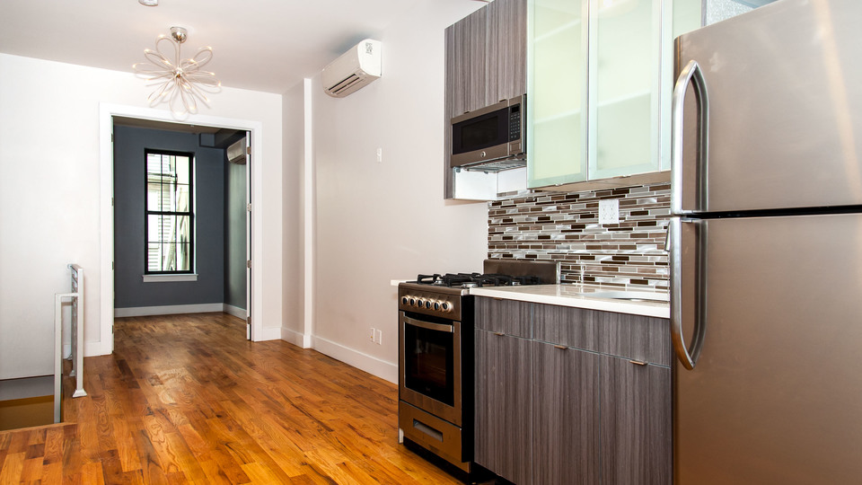 A $2,700.00, 3 bed / 1.5 bathroom apartment in Williamsburg