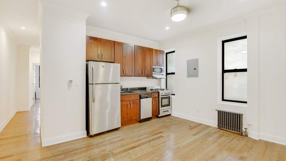 A $2,693.00, 3 bed / 1 bathroom apartment in Crown Heights