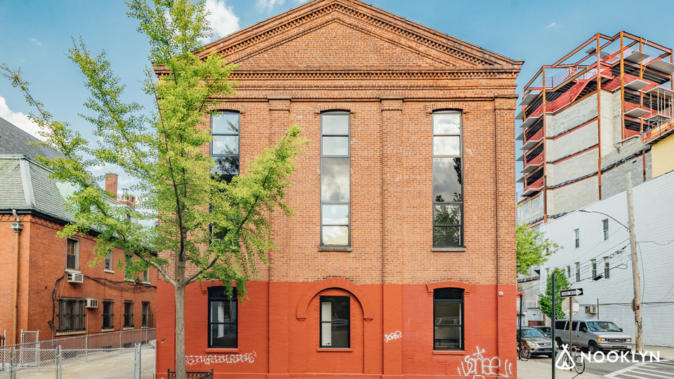 A $3,100.00, 1.5 bed / 1 bathroom apartment in Williamsburg