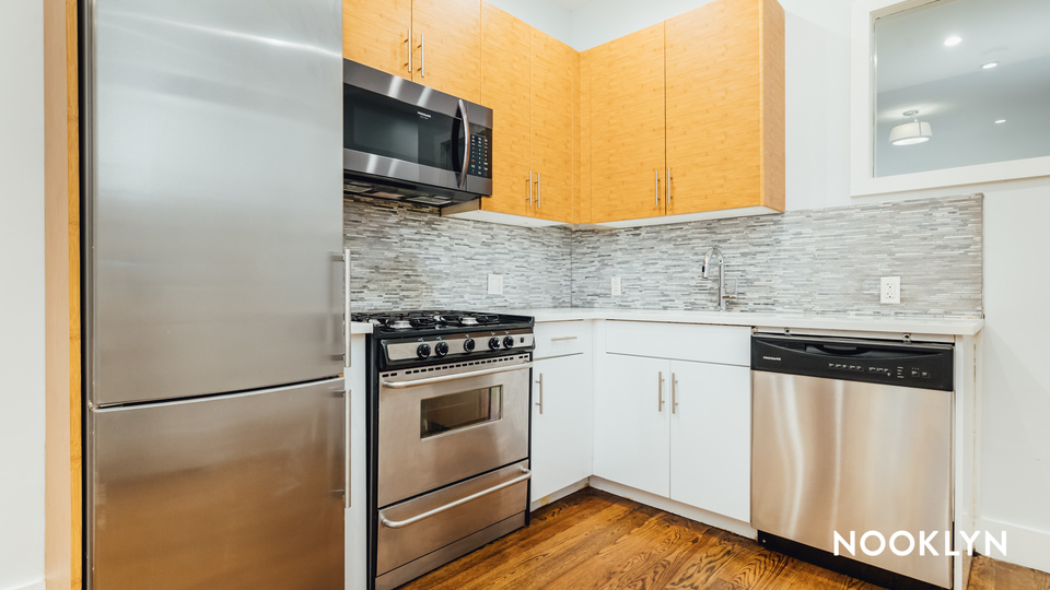A $3,100.00, 4 bed / 1.5 bathroom apartment in Ridgewood