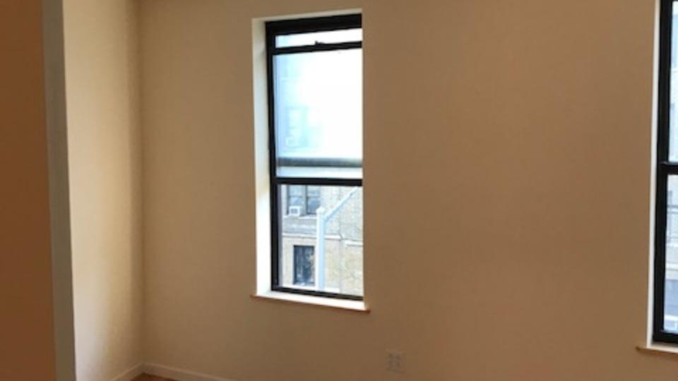 A $2,400.00, 3 bed / 1 bathroom apartment in Washington Heights