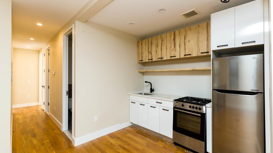 A $2,095.00, 3 bed / 1 bathroom apartment in Bushwick