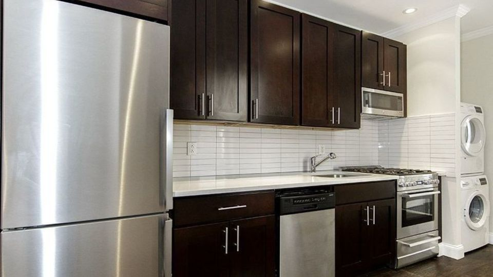 A $3,478.00, 3 bed / 1 bathroom apartment in South Slope