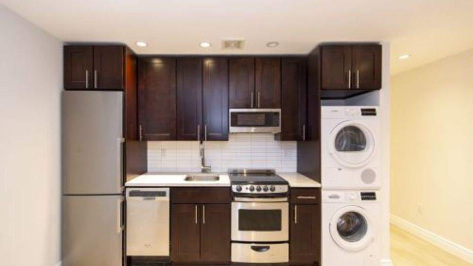 A $2,477.00, 0 bed / 1 bathroom apartment in Greenwich Village