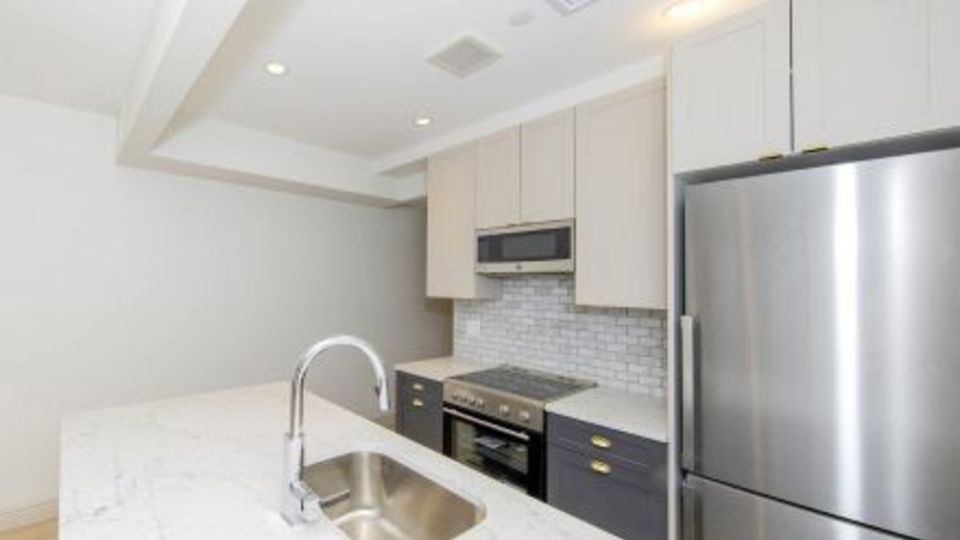 A $3,273.00, 0 bed / 1 bathroom apartment in Upper East Side